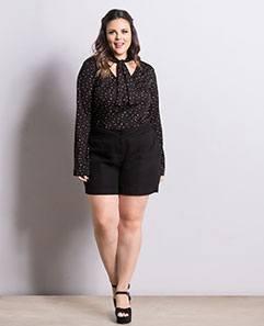 Blusa Gola Laço e Short Preto Plus Size