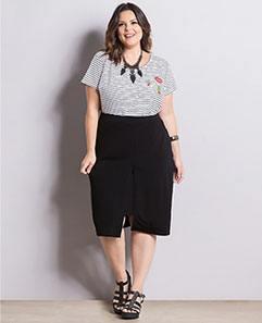Blusa Listrada com Patches e Saia com Fenda Plus Size