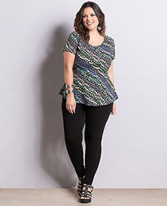 Blusa Peplum Geométrica e Calça Skinny Preta Plus Size