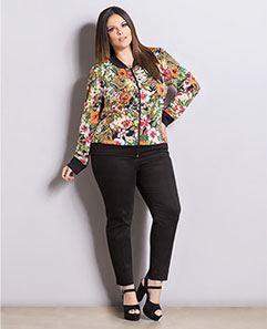 Jaqueta Bomber Floral e Preta e Calça Skinny Preta Plus Size