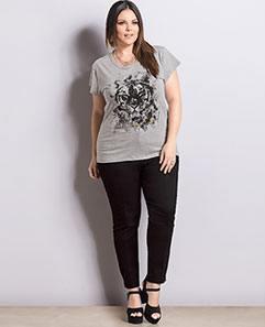 T-shirt Plus Size e Calça Skinny Preta Plus Size