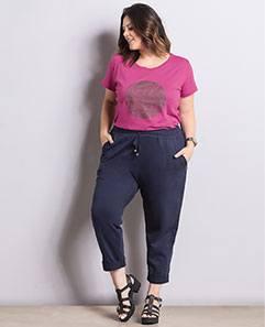 T-shirt Rosa com Estampa e Calça Jogger Plus Size