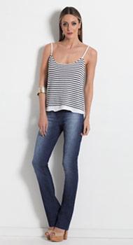 Blusa de Alças Listrada e Calça Jeans