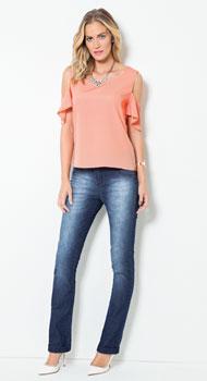 Blusa Ombros Vazados e Calça Jeans