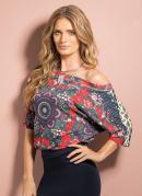 Blusa com Decote Canoa Rosas